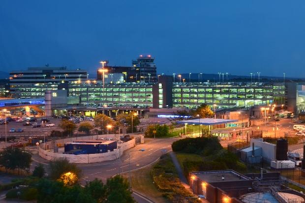 Sân bay quốc tế Manchester khi về đêm